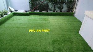 Thi công lót sàn thảm cỏ